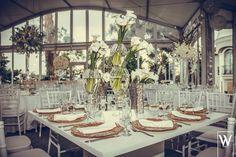 Una opcion elegante para centro de mesa con bouquets de cartuchos...