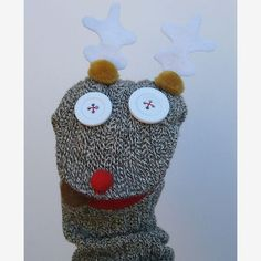With one sock and unlimited imagination, this reindeer puppet can amuse for hours! #DIY sock puppets