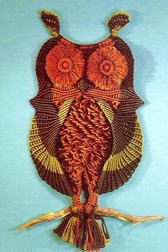 Wzory makram Macrame Patterns, Beading Patterns, Hobbies And Crafts, Arts And Crafts, Macrame Wall Hanging Diy, Macrame Owl, Knot Braid, Owl Crafts, Macrame Projects