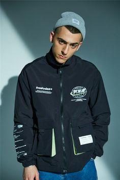 Must have useful information as well as tips about men's jackets? Cargo Jacket, Denim Jacket Men, Windbreaker Jacket Mens, Hoodie Jacket, Streetwear Jackets, Streetwear Fashion, Camouflage Jacket, Rap, Printed Denim