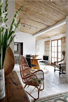 casual rustic elegance of Mediterranean Guest House, bamboo ceiling, rattan furniture, white, by Serge Castella Bamboo Ceiling, Fabric Ceiling, Floor Ceiling, Home And Living, Living Room, Interior Architecture, Interior Design, Mediterranean Style Homes, Mediterranean Architecture