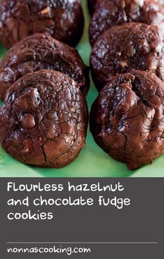 Flourless hazelnut and chocolate fudge cookies White Chocolate Recipes, Chocolate Cookie Recipes, Delicious Chocolate, Brownie Recipes, Chocolate Fudge Cookies, Chocolate Chips, Butter Cookies Recipe, Yummy Cookies, Delicious Cookie Recipes