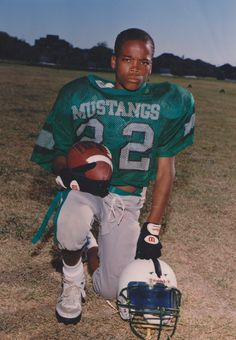 Happy birthday to #22 Fred Jackson! Check out this picture of the Bills running back from back in the day.