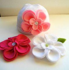 Baby Girl Boutique Fleece hat with 3 interchangeable flowers Fleece Crafts, Fleece Projects, Felt Crafts, Fabric Crafts, Sewing Crafts, Sewing Projects, Baby Girl Hats, Girl With Hat, Baby Girls