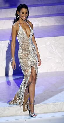 Miss Universe 2006 Zulekya Riveria had one of the best pageant dresses ever. The whole look was perfection. Ibiza Outfits, Classy Outfits, Glam Dresses, Red Carpet Dresses, Formal Dresses, Look Fashion, Runway Fashion, Fashion Outfits, Cheap Fashion