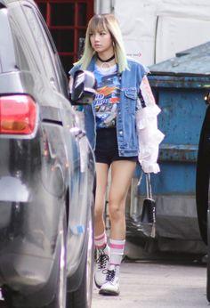 Image about kpop in BlackPink by Canan on We Heart It Blackpink Lisa, Jennie Blackpink, Kpop Girl Groups, Korean Girl Groups, Kpop Girls, Blackpink Fashion, Korean Fashion, Womens Fashion, 2ne1