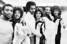 West Bromwich meets Philadelphia: Albion's 'Three Degrees' Laurie Cunningham, Brendon Batson and Cyrille Regis team up with the real Three Degrees - Bromwich Albion Brom Football Icon, Retro Football, Football Shirts, West Bromwich Albion Fc, Dennis Taylor, Trevor Francis, Sir Alex Ferguson, Association Football