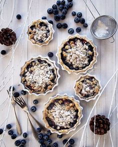 WEBSTA @ sayo_rk - 日本語⬇️Blueberry crumble pie💜for todays dessert. seems like we are gonna have snow❄️❄️ tomorrow! for the first time in this season. its not that usual to have snow in November in Tokyo tho.. ....ブルーベリーのクランブルパイのおやつ。明日は雪の予報❄️️❄️️ 早いですね!まだ11月なのに・・ 皆様、風邪引かないようにしてくださいね😊