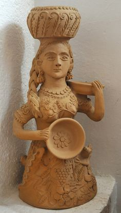 This ceramic figure of a woman is part of the marvellous collection of Mexican folk art at Casa Panchita in the city of Oaxaca. Mexican Crafts, Mexican Folk Art, Mexican Stuff, Sculpture Art, Sculptures, Paper Clay Art, Diy Diwali Decorations, Mexican Ceramics, Mesoamerican