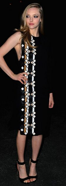 Who made  Amanda Seyfried's black sandals and print dress that she wore in Paris on March 3, 2012?