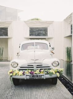 Pretty flower garland on your wedding transport!