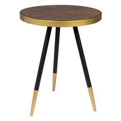 Kulatý odkládací stolek s deskou v ořechovém odstínu a zlatými detaily.