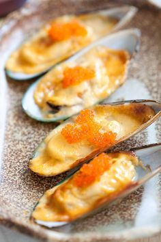 Cheese-mayo mussels or baked mussels dynamite is so delicious. Easy recipe with cheese, mayo, mussels and you have the most amazing appetizer ever | rasamalaysia.com