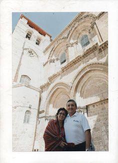 Con mi esposa Mónica en el Santo Sepulcro.