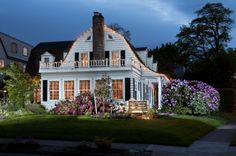 The Harrison House in Corvallis, OR. Wonderful Bed and Breakfast. It's a dutch colonial. Dutch Colonial Exterior, Dutch Colonial Homes, Cottage House Plans, Cottage Homes, Harrison House, Shingle Style Homes, Gambrel Roof, Interesting Buildings, Bed And Breakfast