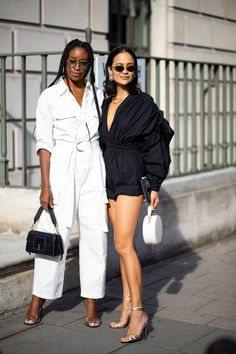 Showgoers Wore Sneakers With Their Dresses Over the Weekend at London Fashion Week - Fashionista Spring Street Style, Street Style Looks, Spring Summer Fashion, Fall Fashion, Fashion Tips For Women, Womens Fashion, Fashion Ideas, Fashion Inspiration, Chanel
