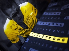 "#twivereceive by @razoo: @BYBrett suports @LIVESTRONG, ""Awesome because of the support to solve cancer."""