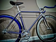 Bike Alan Fixed by O.MachinTruc, via Flickr