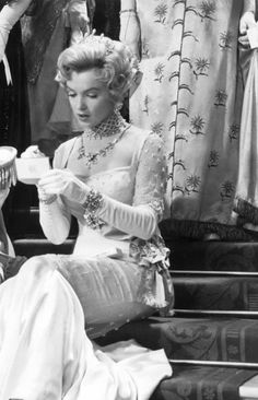 Marilyn Monroe Collection - Marilyn Monroe in The Prince and the Showgirl,. Hollywood Glamour, Hollywood Actresses, Old Hollywood, Classic Hollywood, Marilyn Monroe Old, Marilyn Monroe Quotes, Angelina Jolie, Audrey Hepburn, Gentlemen Prefer Blondes