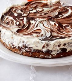 Jäädytetty suklaajuustokakku Perfect Cheesecake Recipe, Cheesecake Recipes, Dessert Recipes, Frozen Chocolate, Cute Desserts, Sweet Pastries, Recipes From Heaven, Let Them Eat Cake, Yummy Cakes