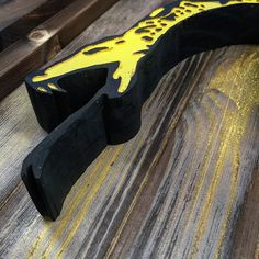 """The Dont Tread on Me rattler is crafted from a true 1"""" slab. It's a beast!  #madeinusa #americanmadequality #thinredline #firefighter #fdny #emt #nypd #lapd #thinblueline #murica #military #brothersinarms #usaf #airforce #army #marines #grunt #ranger #veterans #specops #thinredandblueline #pocketdump #thingoldline #pro2a"""