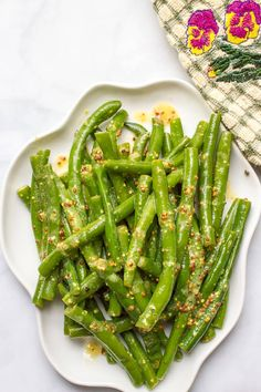 Green beans with mustard butter sauce is a quick and easy side dish with rich, tangy flavor and only 5 ingredients! | www.familyfoodonthetable.com