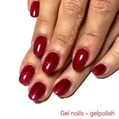 round gel nails + red gelpolish