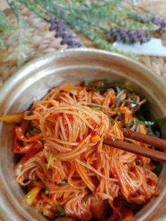 Korean Dishes, Korean Food, K Food, Good Food, Lunch Menu, Aesthetic Food, Japchae, Food And Drink, Baking