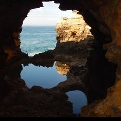 The Grotto #greatoceanroad #nofilter #victoria #australia #travel #perfect #reflection #rockpools #thegrotto by frizzyhaych