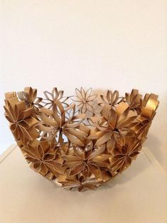DIY bowl, made entirely of recycled toilet paper rolls. DIY bowl, made entirely of recycled toilet paper rolls. Toilet Paper Roll Art, Toilet Paper Roll Crafts, Diy Paper, Christmas Toilet Paper, Quilling Paper Craft, Diy Chandelier, Origami Art, Diy Home Crafts, Decoration