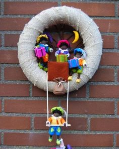 Felt and jute wreath with Zwarte Pietjes – Sinterklaas – … – Burlap Wreaths – Burlap Halloween Doll, Felt Patterns, Diy Wreath, Burlap Wreaths, Felt Wreath, Plush Dolls, Diy Projects To Try, Favorite Holiday, Paper Dolls