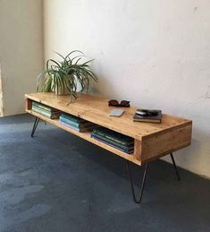 23 Awesome DIY Industrial TV Stand Designs You Can Create by Yourself - Page 18 of 25 Diy Furniture Projects, Handmade Furniture, Pallet Furniture, Home Furniture, Coaster Furniture, Design Furniture, Rustic Furniture, Painted Furniture, Diy Projects