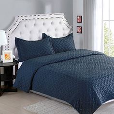 Bedsure Solid Pattern Style Quilt Set- Quilt and Sham, Al...