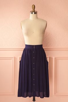 Elazia Pluie #boutique1861 / In search of the perfect circular skirt? Look no further! This skirt features an elastic waist, side pockets, and a stretchy lining making it super comfortable and practical! Whether you wear it with a crop top and platforms or a blouse and ballet flats, the possibilities are endless!