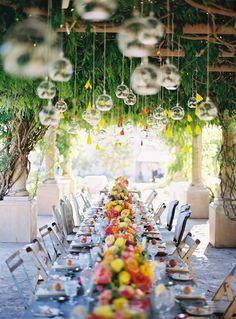 La mesa de recepción bajo el encanto de la naturaleza
