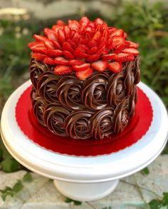 Chocolate cake decorating baking Ideas for 2019 Fancy Cakes, Cute Cakes, Pretty Cakes, Yummy Cakes, Gateau Iga, Food Cakes, Cupcake Cakes, Cake Fondant, Sweets Cake
