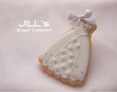 beautiful white sugar cookie for wedding