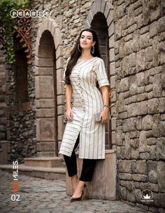 Simple Kurta Designs, New Kurti Designs, Churidar Designs, Tunic Designs, Kurta Designs Women, Kurti Designs Party Wear, Stylish Dress Designs, Stylish Dresses, Stylish Kurtis Design