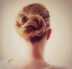 White and Gold Wedding. Bridesmaid Hair. Natural Hair. Infinity Knot
