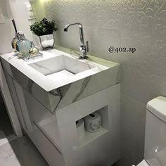 Nosso banheiro social 😍 olha que fofo , nosso porta papel higiênico personalizado, pelo @ateliecoisasdemaria . Eu amo esse efeito do 3D , ele é da @elianerevestimentos ( não lembro o nome dele) comprei na leroy. Bancada de porcelanato esculpido , usamos o Duomo marmo da portinari. Mais marcação na tela . #obra #reforma #antesedepois #arquitetura #bancadaemporcelanato #home #diariodrobra #402.ap #casa #ap #banheiro Wash Basin Counter, Sink, Table Etiquette, My First Apartment, Bathroom Renovations, Small Bathroom, New Homes, Interior Design, House