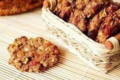 Овсяное печенье без муки,яиц и масла. Ингредиенты: овсяная крупа (только не быстрого приготовления!) 350 гр. кефир по вкусу яблоки 2 шт. мед 1/2 ст. л.