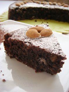 Una caprese buonissima, umida quanto basta, cioccolatosa, burrosa, eccezionale. La ricetta è di Lydia Capasso, una delle ricette di Ca...