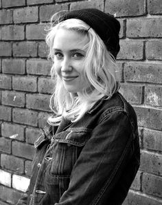 Lily Loveless, such a beautiful young woman... Going to fall in love hiehieiheihieihe :p