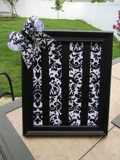 Love this bow holder idea!! @Melissa Squires Brown Gray that would be cute for you to do also.. you could paint the frame.