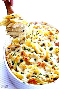 LOVE this Chicken Alfredo Baked Ziti recipe! Its made with a lightened-up creamy alfredo sauce, mozzarella and Parmesan cheese, your choice of pasta, plus any extra veggies youd like to add. An easy Italian dinner recipe that everyone will love! Chicken Parmesan Baked Ziti Recipe, Homemade Chicken Alfredo Sauce, Chicken Pasta Bake, Oven Chicken, Baked Chicken, Rotisserie Chicken, Chicken Recipes, Alfredo Chicken, Pasta Food