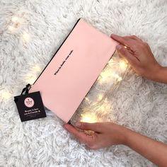 When in doubt wear nude & keep shining!!!  // Si todavía no sabes qué vas a darle a tus favoritos en nuestro Pop-Up Store del MALL DEL ESTE encuentras las opciones más irresistibles!! Te esperamos desde las 11am - 7pm! #toystyle #new #nude #clutch #blush #beautyessentials #makeupbag #healthy #nails #7free #nailpolish #grateful