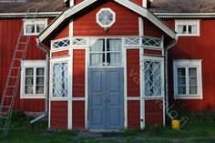 Old finnish house in counrty -kinda looks like my Grandparents house in Roveniemi. Really does appear to be a house one encounters in a time travel device. Swedish Cottage, Red Houses, Wooden House, Scandinavian Home, Interior And Exterior, My House, Beautiful Homes, Architecture, House Styles
