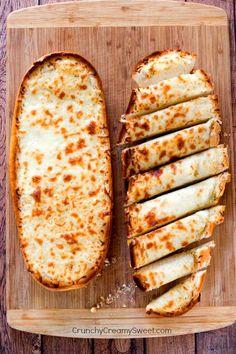 Easy, Cheesy Garlic Bread - easy and yummy I Love Food, Good Food, Yummy Food, Delicious Recipes, Hangover Food, Cheesy Garlic Bread, Garlic Cheese Bread, Healthy Garlic Bread, Tomato Bread