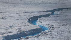El eje rotacional es muy sensible a los cambios de las capas de hielo y de aguas continentales.
