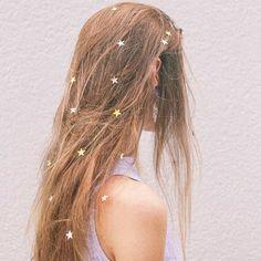 Estrelinhas no cabelo, ótima ideia para a noite do Réveillon!